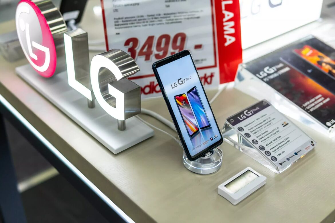 The US phone-market gap left by LG's exit is being filled by OnePlus, Motorola, and Nokia
